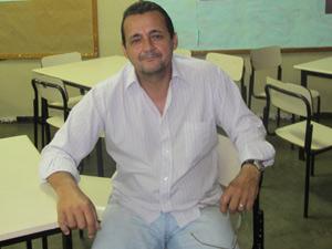 Diretor de escola em Realengo (Foto: Tahiane Stochero/G1)