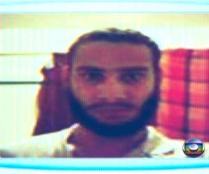 Foto mostra atirador com barba um mês antes de ataques (Reprodução/TV Globo)