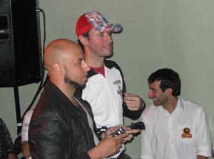 Durante evento de lançamento de 'Mortal Kombat' no Brasil, Sanchez jogou o game com fãs (Foto: Gustavo Petró/G1)
