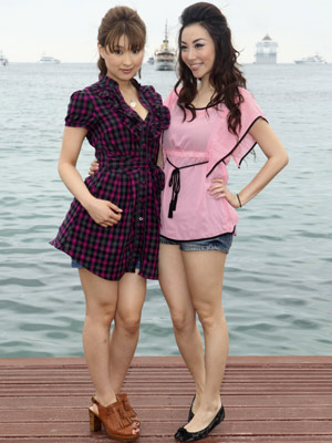 As atrizes Yukikou Suou (esq.) e Vonnie Lui (dir.), de 'Sex and Zen 3D' (Foto: AP)