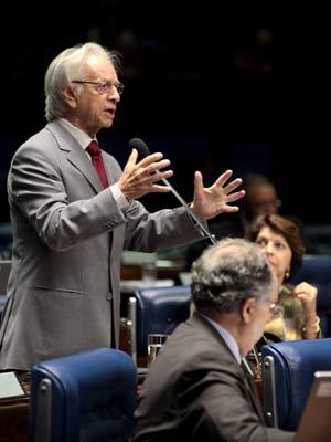 O senador e ex-presidente Itamar Franco durante discurso no plenário do Senado (Foto: Agência Senado)