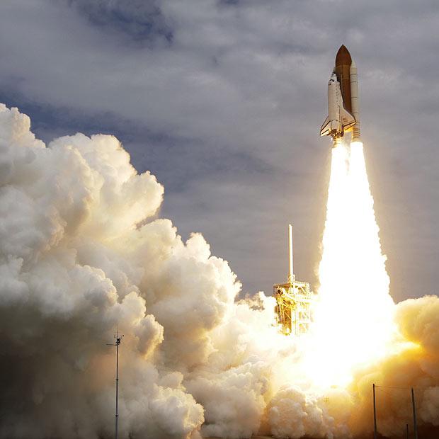 Atlantis decola rumo à ISS (Foto: AP)