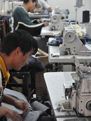 Trabalhadores encontrados em condições análogas à escravidão em oficina de Americana (SP) (Foto: Divulgação/MPT)