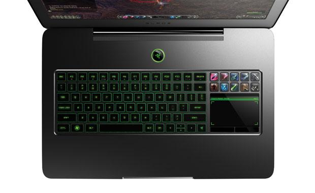 Touchpad tem teclas de led configuráveis e a área sensível serve de segunda tela (Foto: Divulgação)