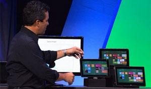 Michael Angiulo, VP da Microsoft, mostra linha de aparelhos com novo Windows 8
