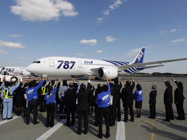 Avisão saiu de Tóquio, rumo a Hong Kong, nesta quarta-feira (26) (Foto: Reuters)