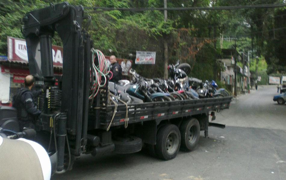 Caminhão com motos roubadas é apreendido na Rocinha