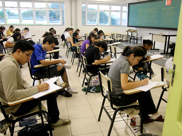Candidatos fazem prova da primeira fase do vestibular da Unicamp no campus Unip Barra Funda (Foto: Felipe Rau/AE)