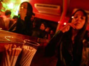 Em São Paulo, clientes já não podem mais fumar em bares e restaurantes há dois anos (Foto: Arquivo/Werther Santana/Agência Estado)