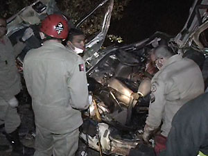 Corpo de Bombeiros resgatou três feridos (Foto: Hércules Barbosa/TV Paraíba)