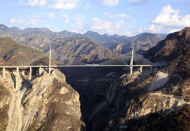 Vista aérea da ponte Baluarte Bicentenario, no México (Foto: Reuters/Alfredo Guerrero/Presidência do México)