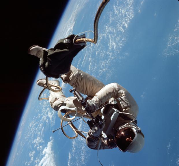 Foto inédita de caminhada espacial de Buzz Aldrin foi revelada. (Foto: Nasa / via BBC)