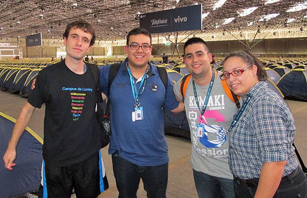 Daniel, Luis Ángel, Adrián e Maria José vieram da Espanha para participar da Campus Party Brasil (Foto: Laura Brentano/G1)