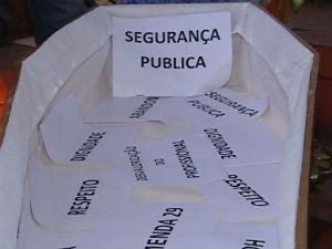 Caixão em protesto da polícia em Foz do Iguaçu (Foto: Reprodução RPC TV)