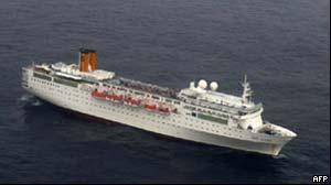O navio Costa Allegra à deriva (Foto: AFP)