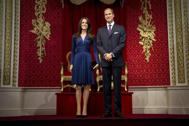 Versões em cera de Kate e William no museu Madame Tussauds de Londres nesta quarta-feira (4) (Foto: AP)