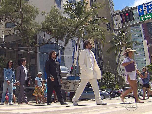 Fãs de Paul imitam Abbey Road no Recife (Foto: Reprodução / TV Globo)