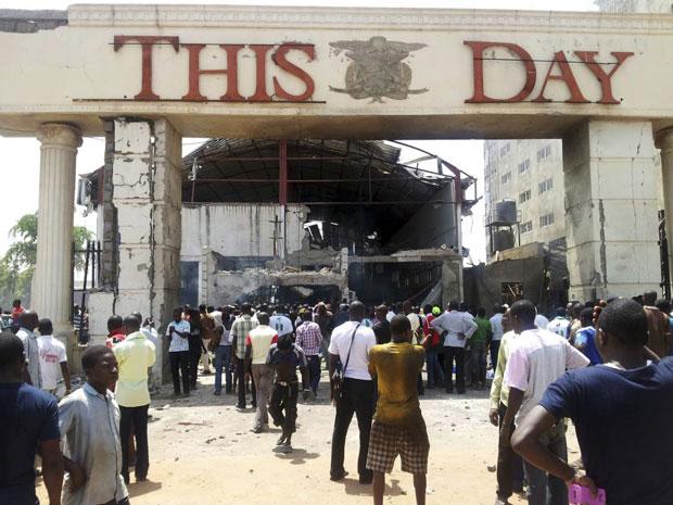 Edifício do jornal ThisDay em Abuja foi alvo de atentado (Foto: Gbemiga Olamikan/AP)