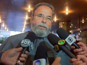 Padre Antônio Maria disse considerar Pedro como um sobrinho (Foto: Paulo Toledo Piza/G1)