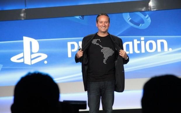 Mark Stanley mostra camisa com o mapa do continente americano (Foto: Léo Torres / TechTudo)