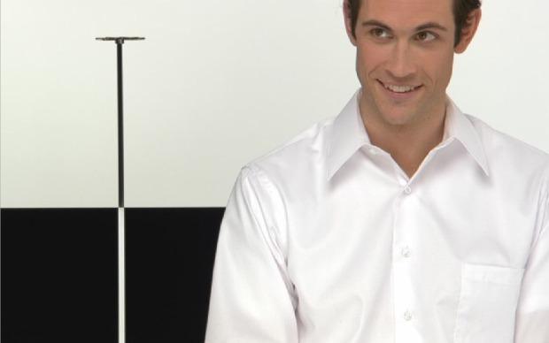 Busque diferenciar o branco da camisa com o tom claro no fundo da tela (Foto: Reprodução/Fox Xavier)