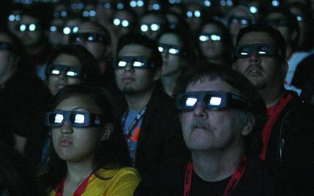 Plateia assiste a exibição em 3D. (Foto: Divulgação)