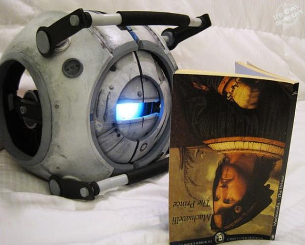 Marionete de Wheatley, de Portal 2 (Foto: Furin Cosplay)