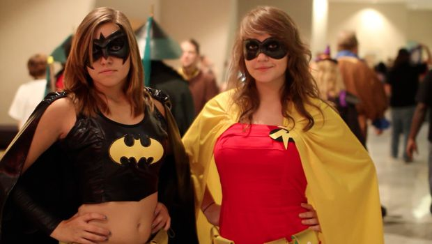 Versões femininas de Batman e Robin (Foto: Divulgação)