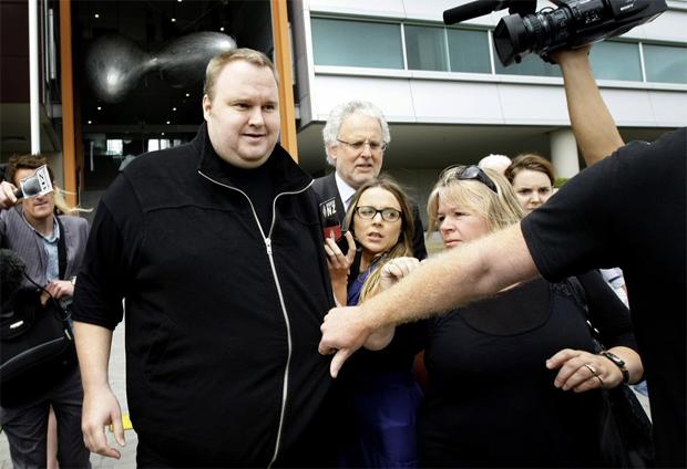 Kim Dotcom foi solto nessa quarta-feira (22) na Nova Zelândia (Foto: Reprodução/Dawn)