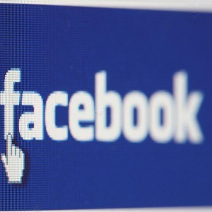 Cursor em cima da palavra Facebook (Foto: Reprodução)