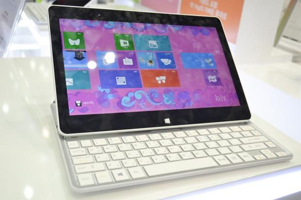 Teclado escamoteável é a novidade do LG H160, tablet com Windows 8 da empresa sul-coreana (Foto: Divulgação)