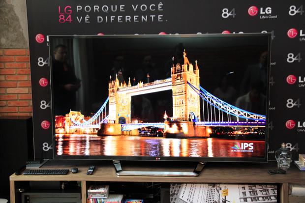Smart TV Ultra HDTV com resolução de 3840 x 2160 pixels (Foto: Rodrigo Bastos)