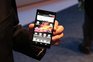 Xperia ZQ é o novo top de linha da Sony (Foto: Léo Torres)