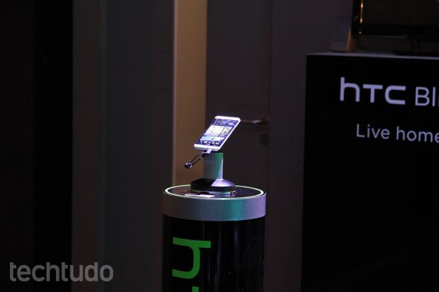 Smartphone teve lugar de destaque no grande stand montado pela HTC (Foto: Allan Melo/TechTudo)