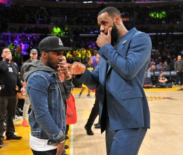 Photos Athletes Wearing Throwback Houston Oilers Jerseys Lebron James Talks To His Agent Rich Paul