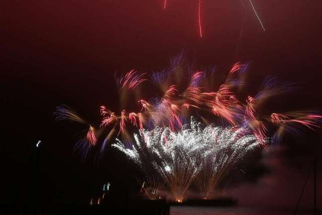 Fourth of July fireworks explode over the San Francisco Bay on Thursday, July 4, 2019 in San Francisco, Calif. Photo: Lea Suzuki, The Chronicle