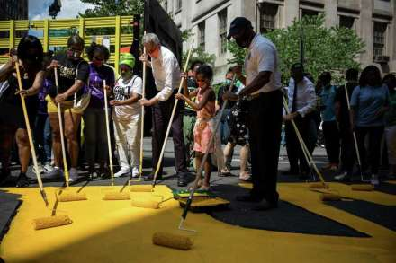 Bill de Blasio helps volunteers paint a Black Lives Matter street mural in front of Borough Hall on June 26, 2020 Photo: Bloomberg Photo By Michael Nagle / © 2020 Bloomberg Finance LP