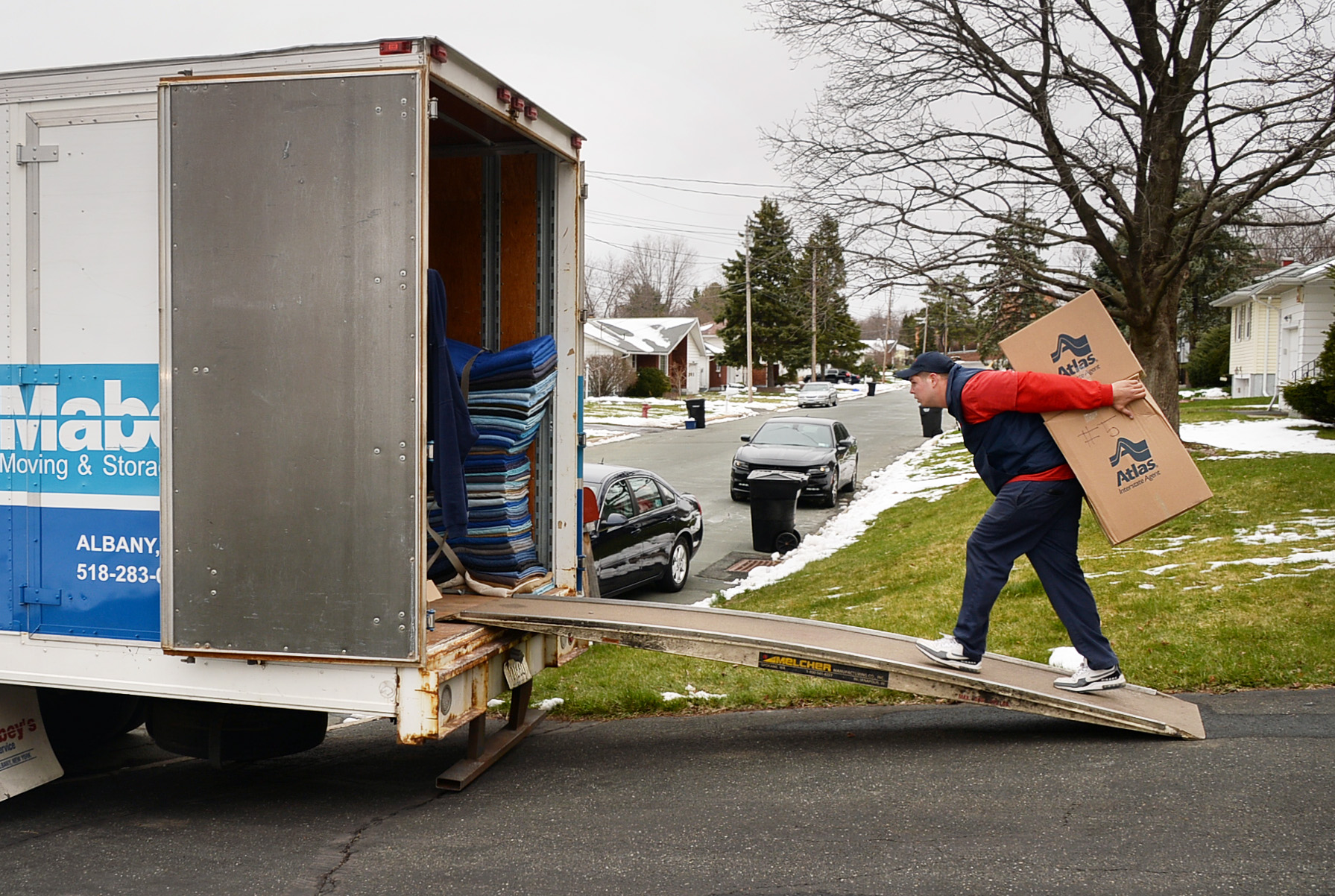 People Moving From New York Outnumber Arrivals By Nearly