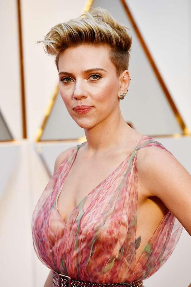 Scarlett Johanssons Rib Tattoo Played Peek A Boo Under