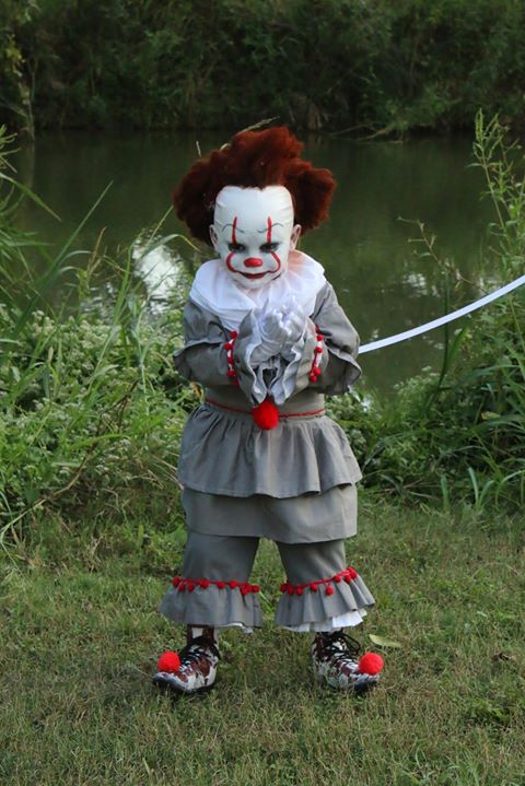 S A 4 Year Old S Pennywise Costume Is Winning Hearts