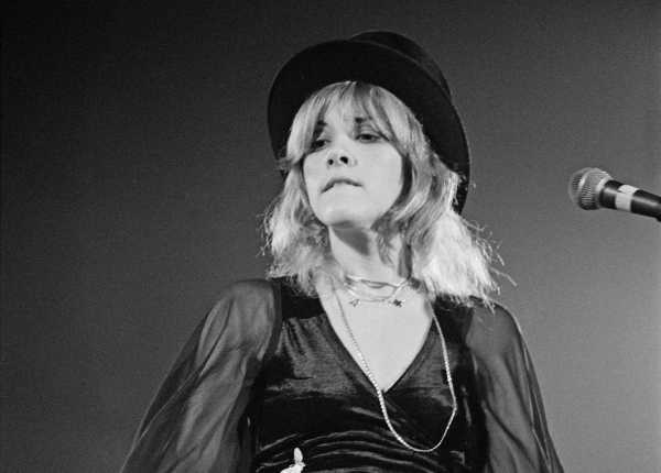 Bio handles Stevie Nicks with lace gloves Houston Chronicle