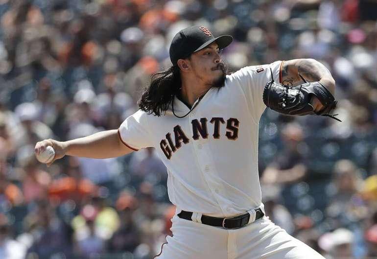 Giants-Rookie Dereck Rodriguez begrenzte die Pirates auf zwei Treffer in sieben Innings und verbesserte sich in dieser Saison auf 6: 1. Foto: Jeff Chiu / Associated Press