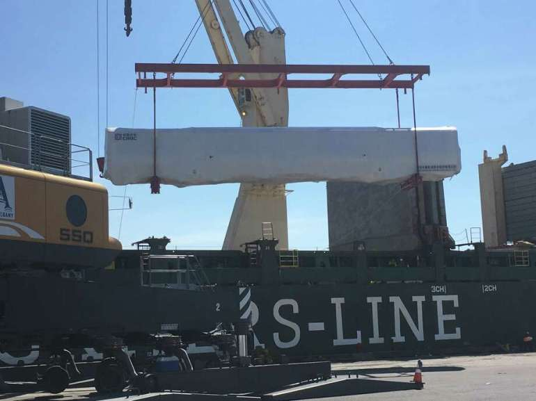 Des voitures de métro fabriquées en Chine ont été déchargées au port d'Albany, à Albany, New York (Federal Marine Terminals Inc.)