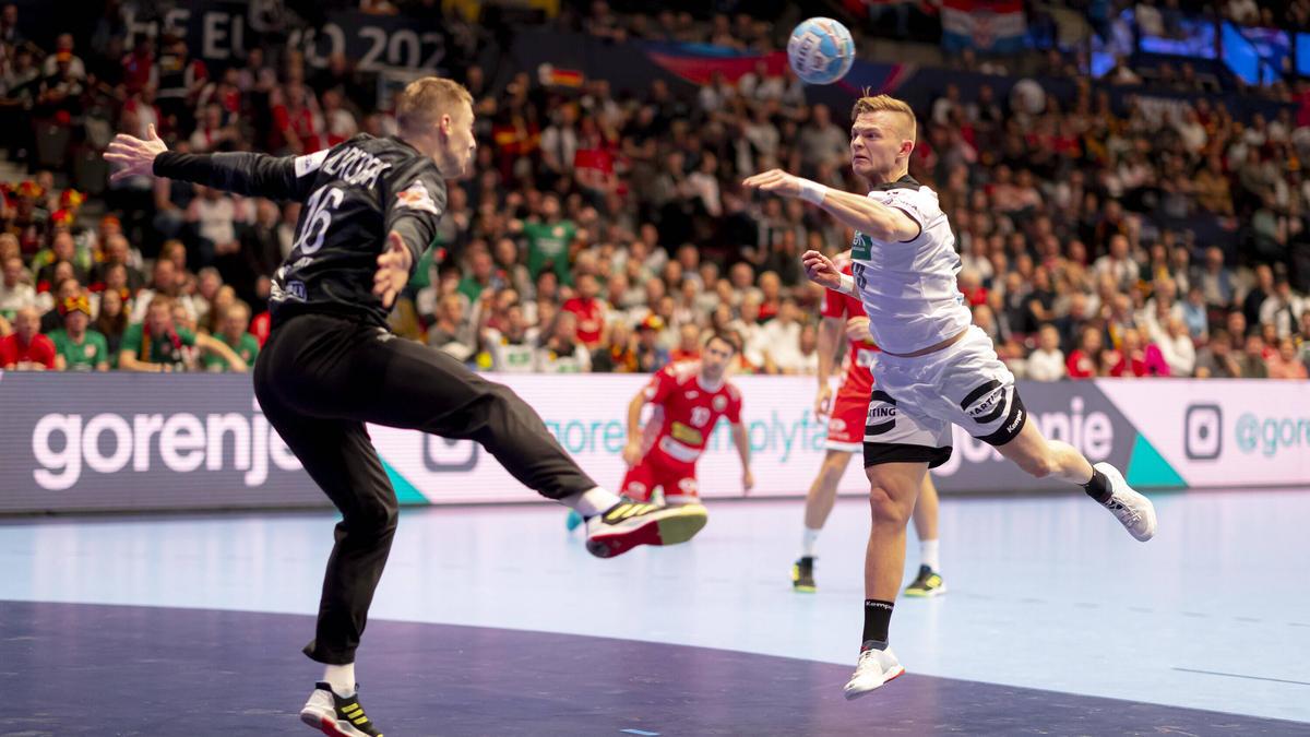 https www sport de news ne3924550 handball em deutschland ueberzeugt dank leistungs explosion dhb team fegt weissrussland von der platte