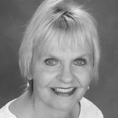 Carol Marak Headshot