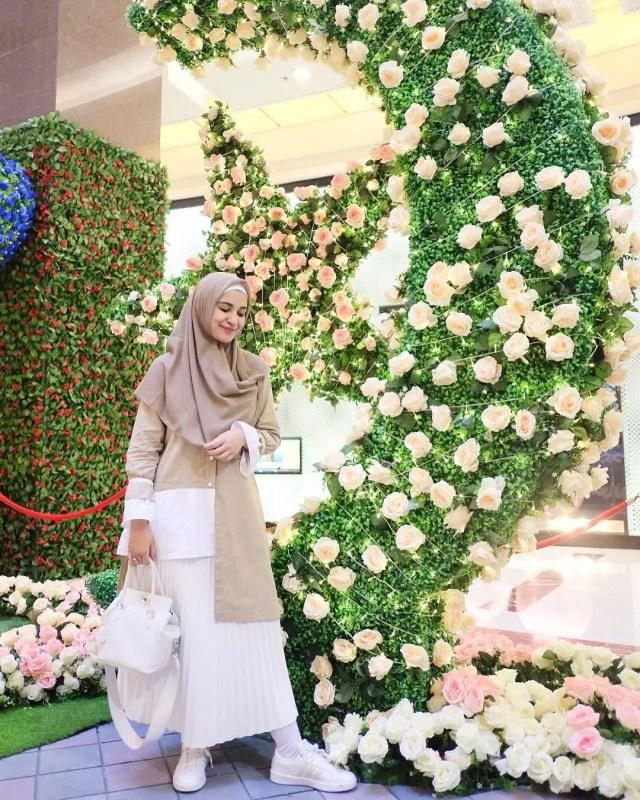 Ini dia, 7 Inspirasi Hijab Syar'i dari Selebriti Tanah Air