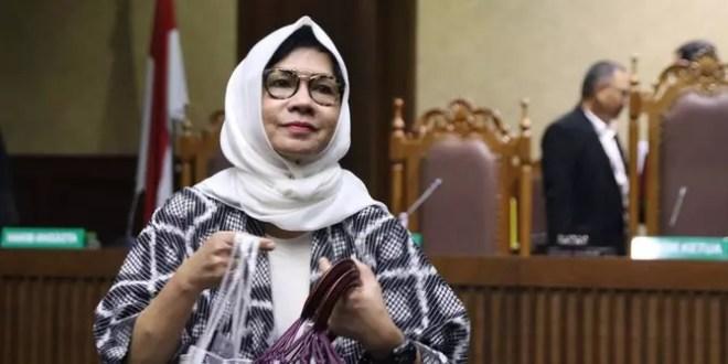 Hasil gambar untuk Karen Agustiawan, Bawa Pertamina Mendunia tapi Berakhir di Penjara