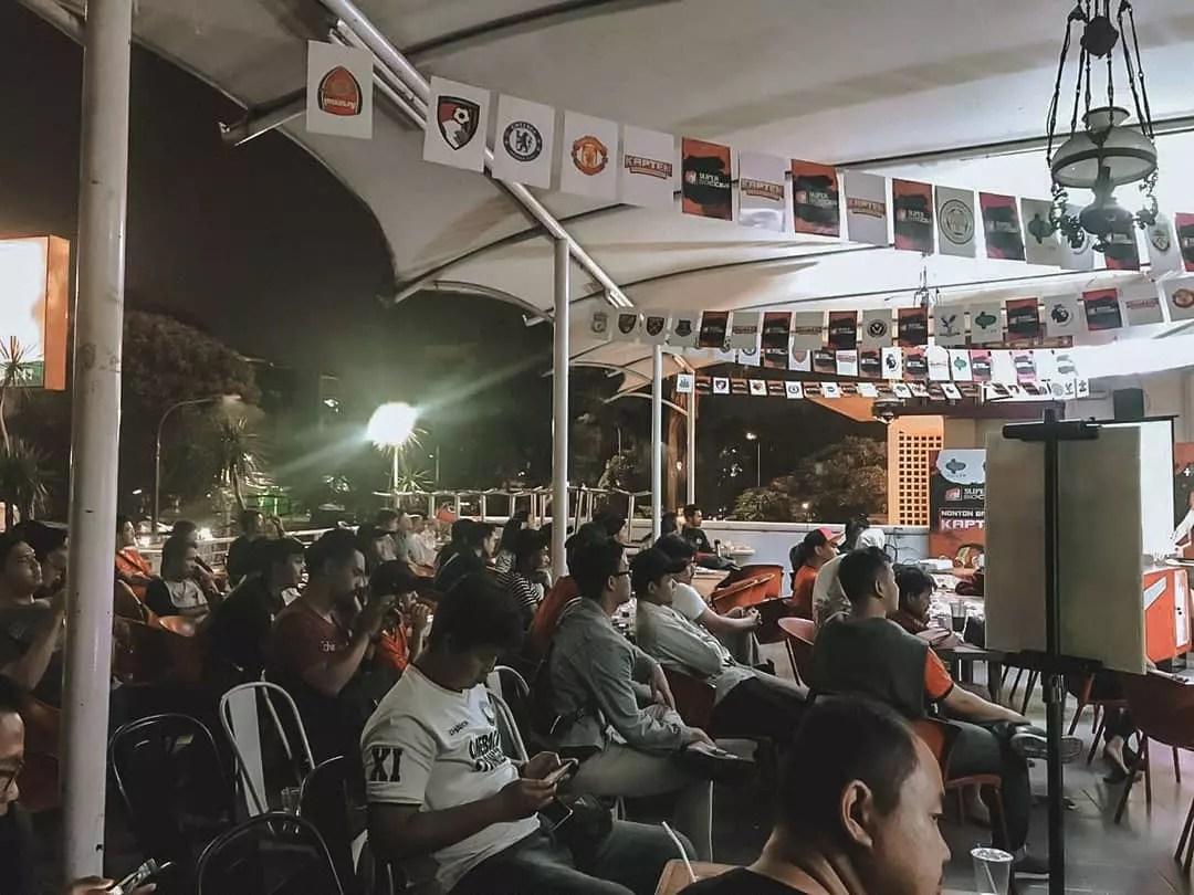 Seru! Nonton Bareng Kapten, MU vs Brighton di Rospibak Ghifari Warunkomando