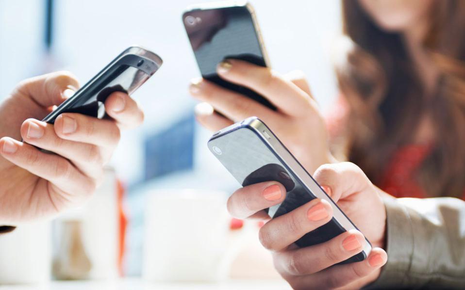 Το 2020 το 80% του ενήλικου πληθυσμού στον κόσμο θα διαθέτει (τουλάχιστον) ένα «έξυπνο» τηλέφωνο. Πέρυσι οι χρήστες των smartphones ξεπέρασαν για πρώτη φορά το «φράγμα» των 2 δισεκατομμυρίων.