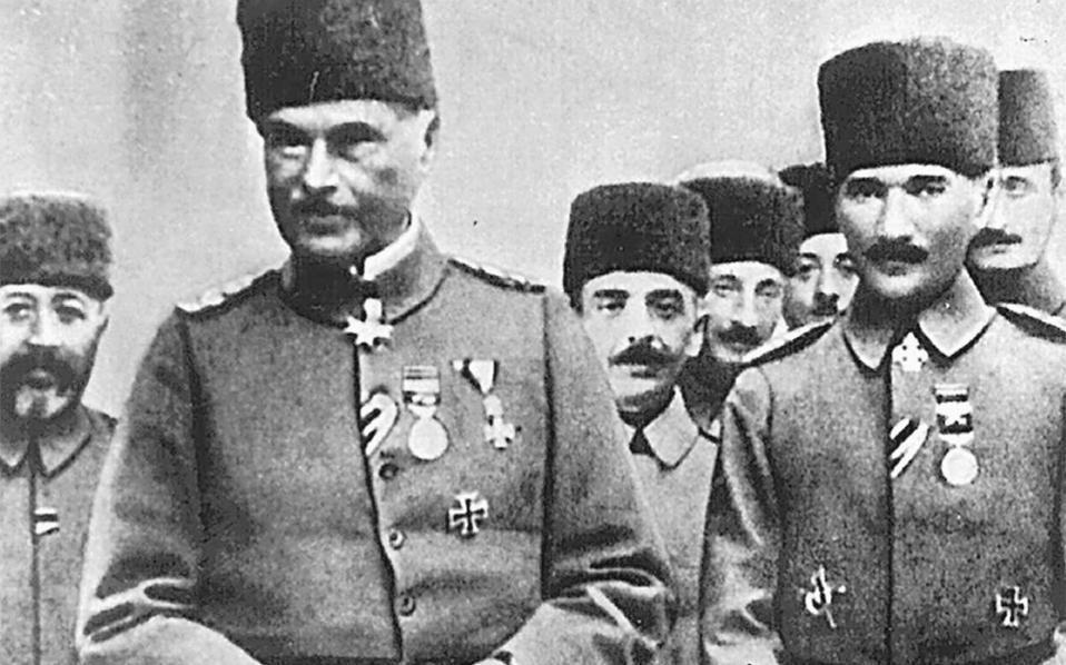 Ο αναδιοργανωτής του τουρκικού στρατού Γερμανός στρατηγός Οτο Λίμαν φον Σάντερς (αριστερά) με τον Κεμάλ Ατατούρκ. Η παρουσία του ενίσχυσε τη γερμανική επιρροή στην Οθωμανική Αυτοκρατορία (φωτ.: Αρχείο Κ. Φωτιάδη).